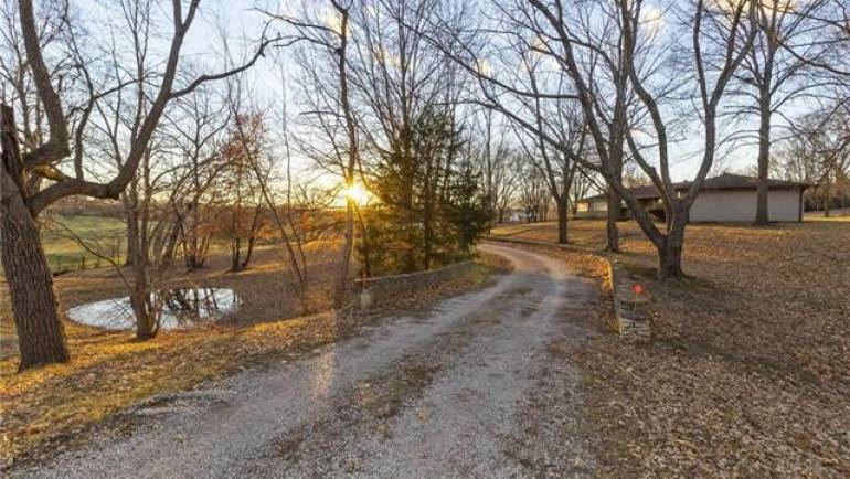 Independence, MO Ranch For Sale on Acreage: 1220 N Allen Road