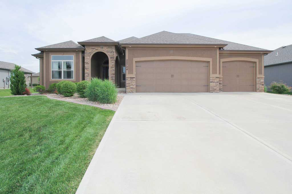 Price Drop: Blue Springs Home For Sale 22704 E 42nd Terrace South